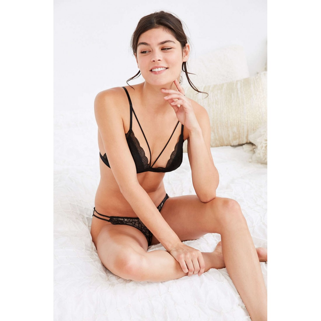6cde2a73beb0d Out From Under Ari Strappy Front Triangle Bra UO39909080 BLACK